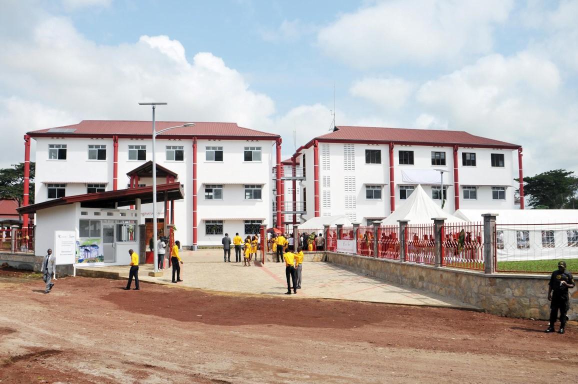 Les nouveaux bâtiments du campus de l'Ucac-Icam à Douala